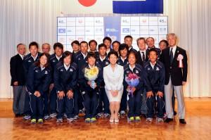高円宮妃久子殿下とともに代表選手、役員一同