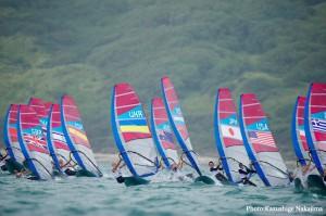 レースが始まったウインドサーフィンRS:X級(photo by Kazushige Nakajima/LAYLINE MEDIA)