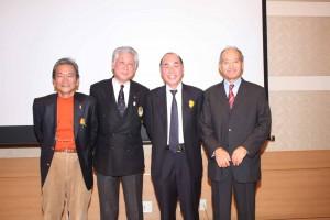 左から杉原さん、河野博文JSAF会長(報告会に参加しで3人のお話に聴き入った)、阪口さん、須藤さん