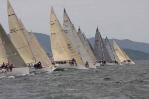 全日本ミドルボート選手権の1シーン(photo by J-SAILING)