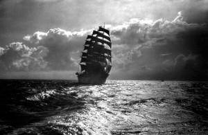 太平洋を航行する日本丸(撮影・中嶋房徳)