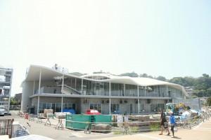 まだ、工事中の雰囲気が漂っているオープン当日の湘南港ヨットハウスの外観